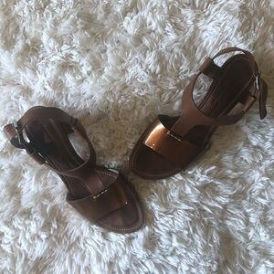 AGL | Brown Patent Leather Detail T-Strap Sandals